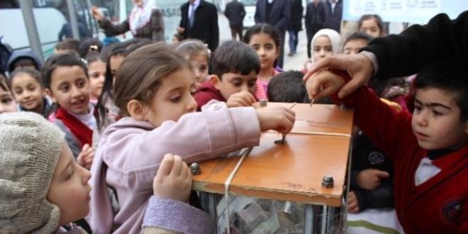 Devlet korumasındaki çocuklar, harçlıklarını bağışladı