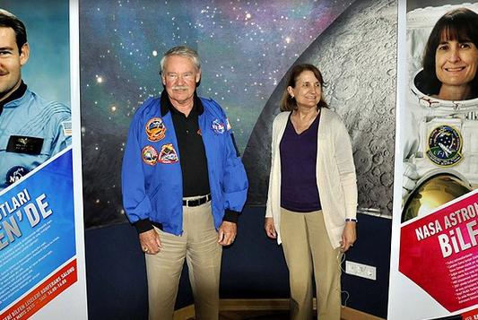 ABD'li astronotlar Kayseri'de öğrencilerle buluştu