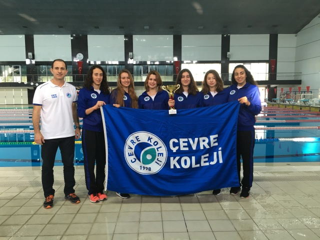 Çevre Koleji, yüzme şampiyonasında 19'uncu kez Türkiye 1'incisi oldu
