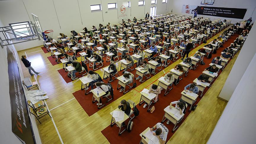 IUS'un bursluluk sınavına yoğun ilgi