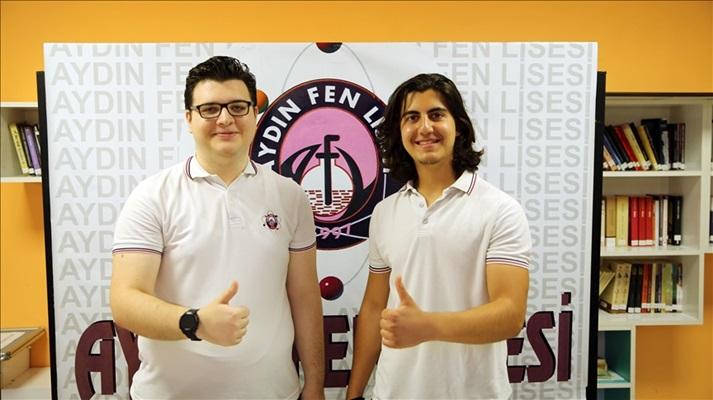 Lise öğrencileri geliştirdiği sistemle İsveç'te Türkiye'yi temsil edecek