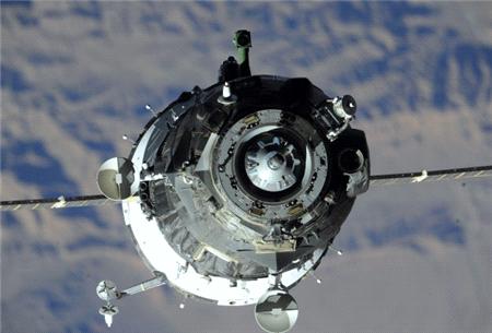 Soyuz üç astronot ile dünyaya döndü