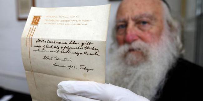 Einstein'ın 'mutluluk formülleri' 1.5 milyon dolara satıldı