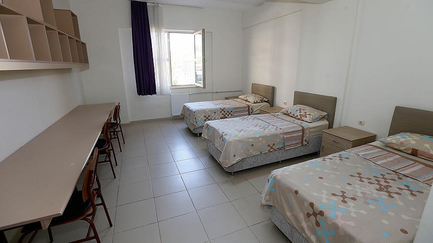Özel yurtlar öğrenciye 250 liradan kapı aralıyor