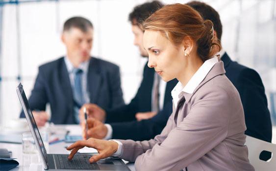 Eğitim seviyesi arttıkça iş hayatındaki yeri güçleniyor