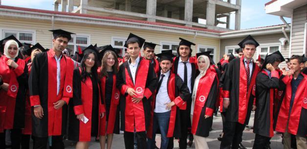 Öğrencilerin mezuniyet coşkusu