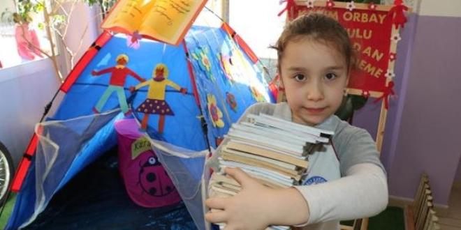 Kitap toplayabilmek için okula çadır kuruldu