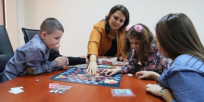 Tasarladığı oyunla çocuklara hayvan sevgisini aşılıyor