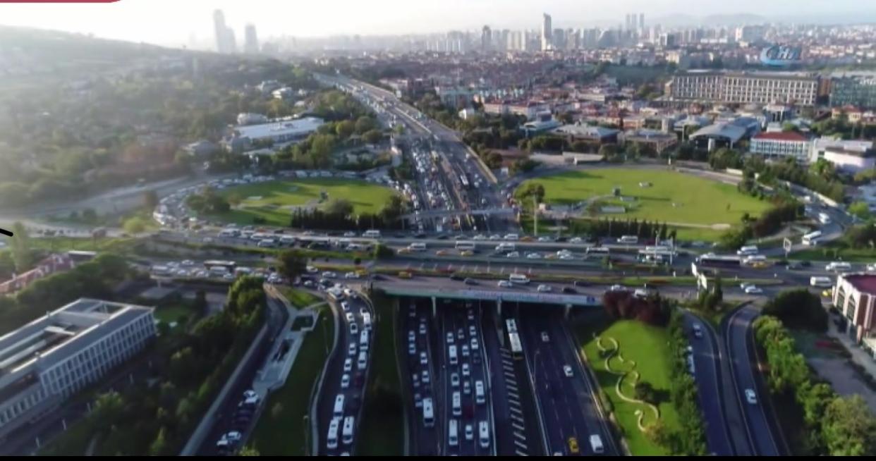 Okullar açıldı, trafik kilitlendi…