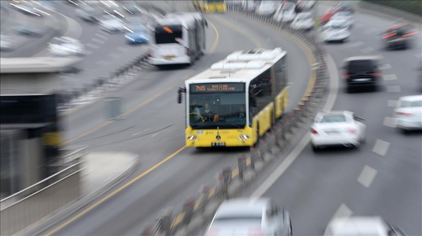 Metrobüsle yaklaşık 284 milyon kişi yolculuk yaptı