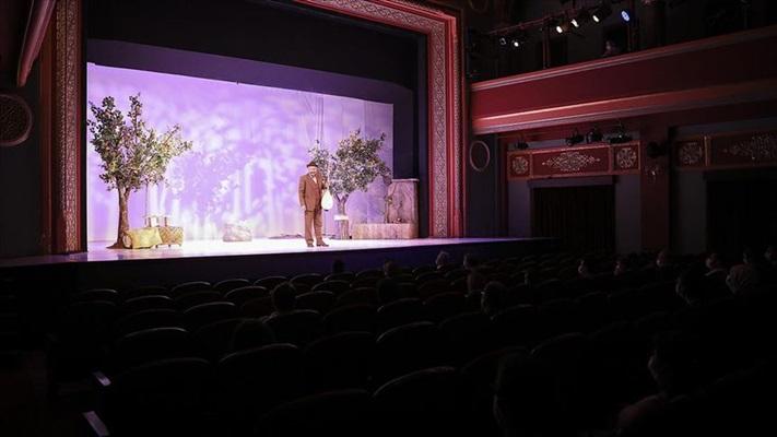 Devlet Tiyatroları 'Aşık Veysel'in dünya prömiyeri ile yeni sezonu açtı