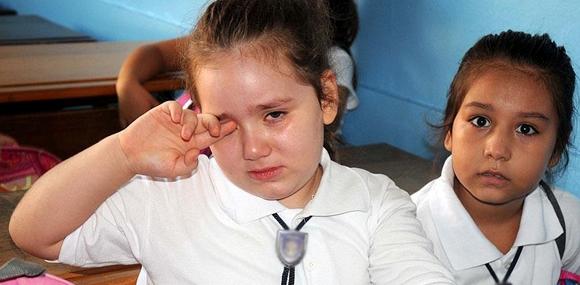 Okula gitmek istemeyen çocuğa dikkat