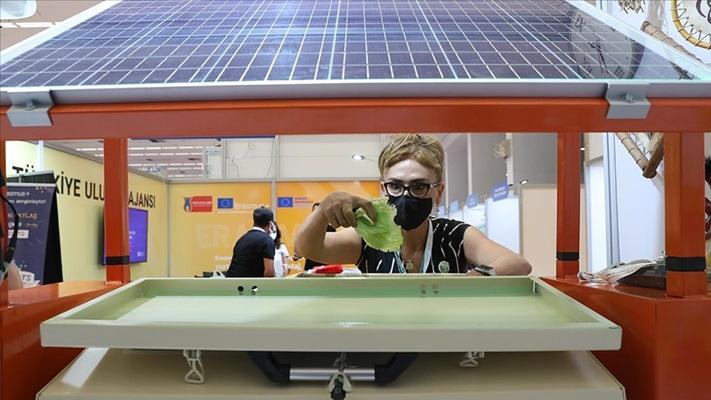 Meslek liselilerden atıkları gübreye dönüştüren solar makine