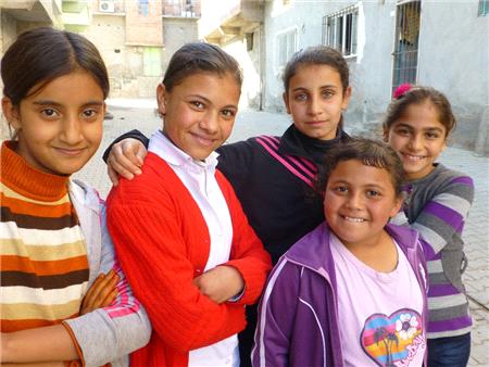 Eğitim Gönüllülerinden Hakkari'de 2 Bin Çocuğa Eğitim