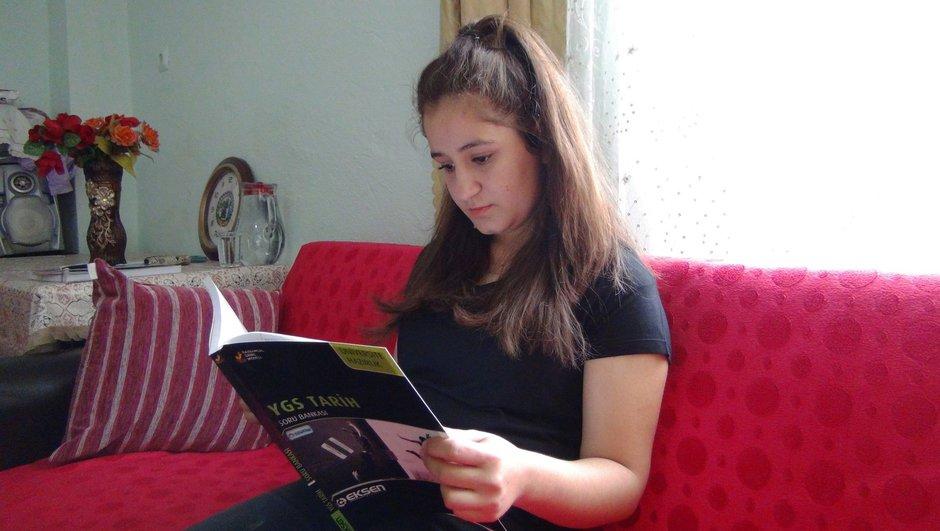 Karnı guruldayan genç kız YGS'ye özel sınıfta girdi