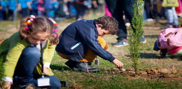 TEMA Vakfı ve Boğaziçi Üniversitesi 3500 çocuk fidan dikti