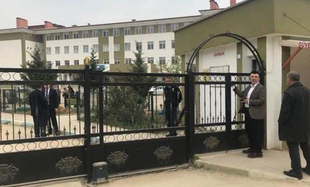 Bursa'daki okulda dehşet! Polis memuru veli okul müdiresi ve öğretmeni silahla vurdu