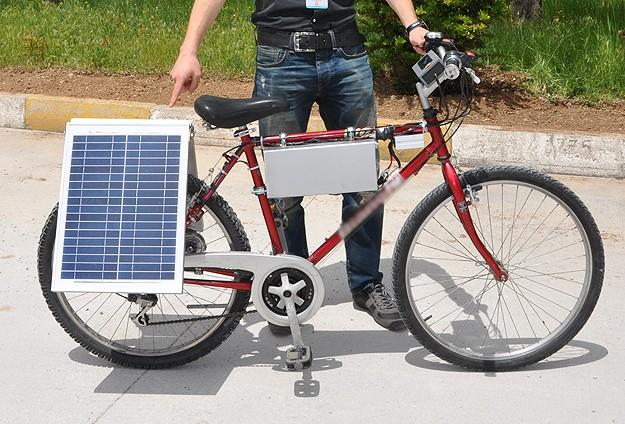 Üniversite Öğrencisi Güneş Enerjisiyle Çalışan Bisiklet Yaptı
