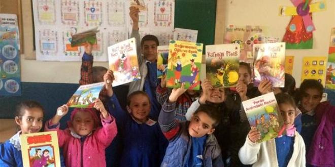 Gençlerden köy okullarına 15 ayda 19 kütüphane