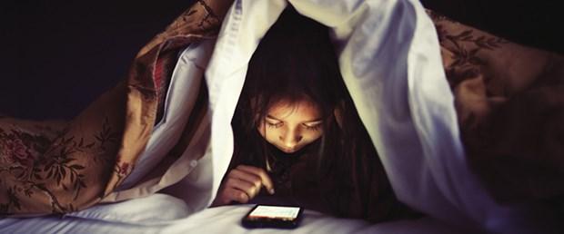 Uykusuzluk Facebook kullanımını artırıyor