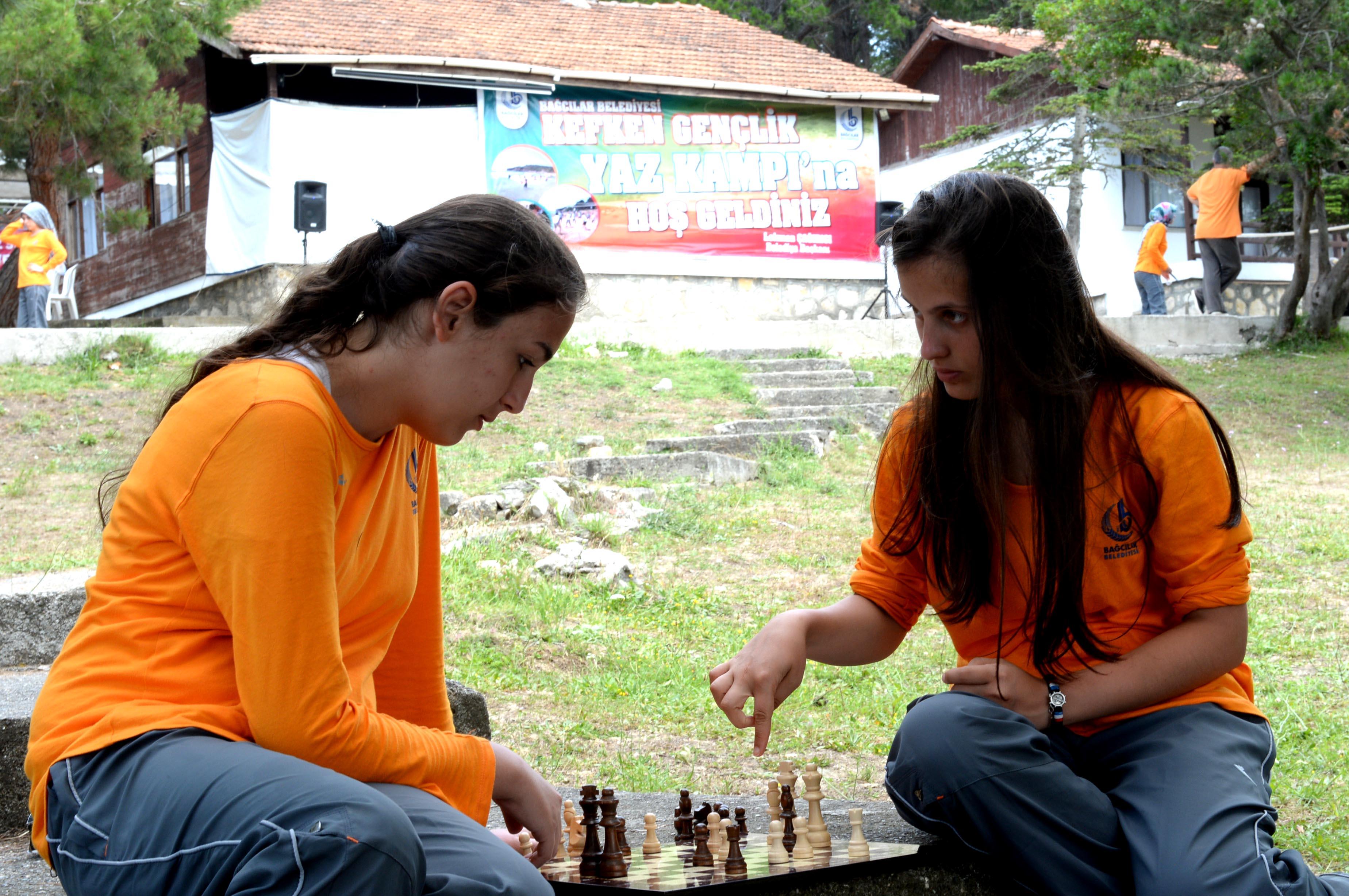 Başarılı öğrencilere yaz kampı hediyesi
