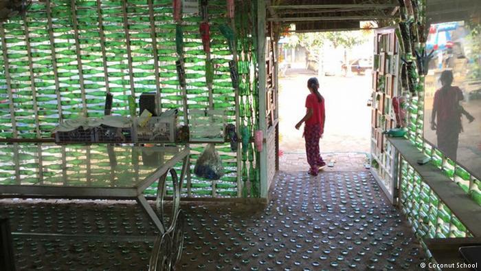 Çöplerden yapılmış okul